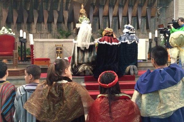Reyes Magos reparten de jugetes a familias necesitadas en Parroquia de la Merced (Madrid)