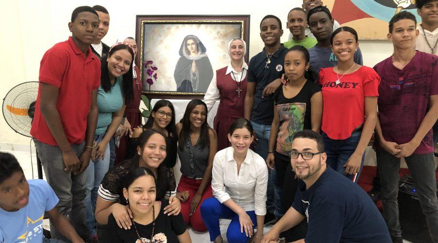 2020-01-11 Grupo Santo Domingo con la Virgen de los Dolores y las Hermanas Beatriz y Pilar